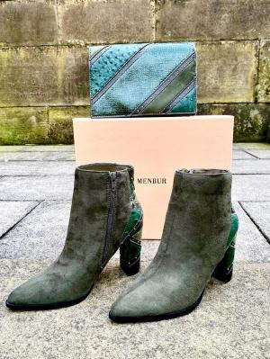 Green bag & boots Thumb