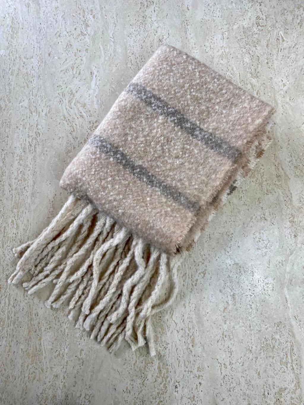 light striped scarfe Main