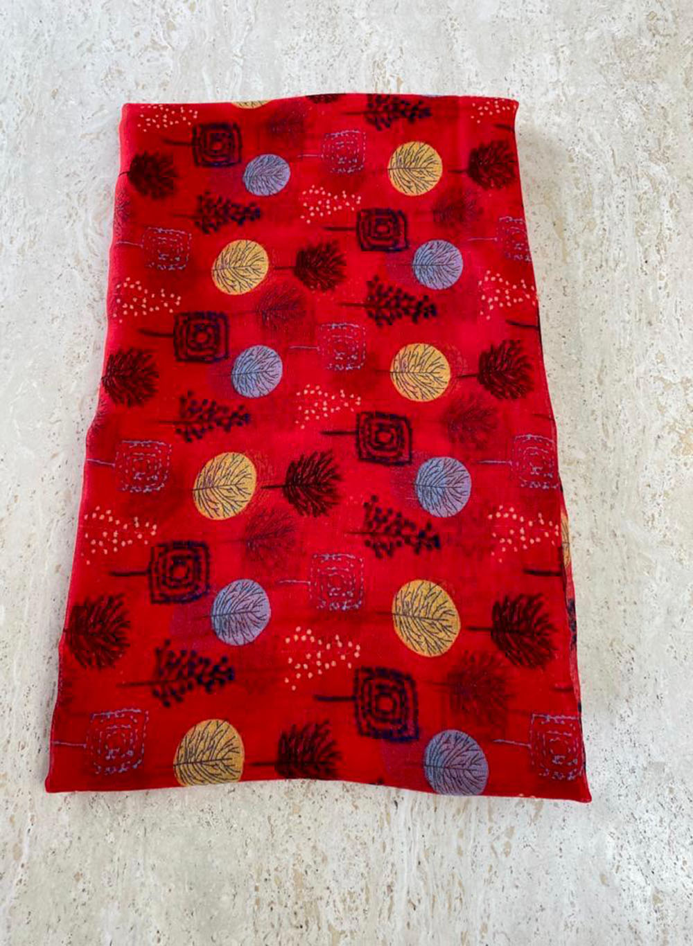 Red scarfe Main